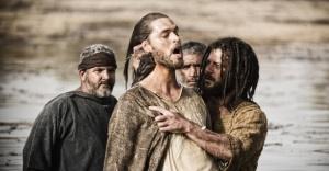 Batismo---jesus-e-batizado-por-joao-batista-em-cena-da-serie-a-biblia-exibida-nos-eua-pelo-history-channel-1362528131772_956x500